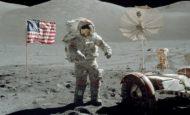 Ay'a atılan ilk adımın görüntüleri satıldı.