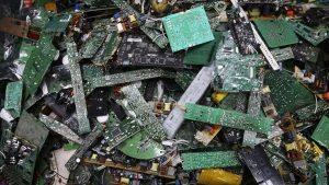 Teknoloji çöplerinin temizlenmesi.